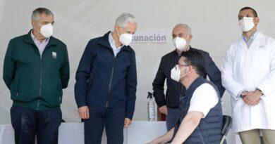 Supervisa Alfredo Del Mazo vacunación a médicos en la primera línea de batalla contra Covid-19
